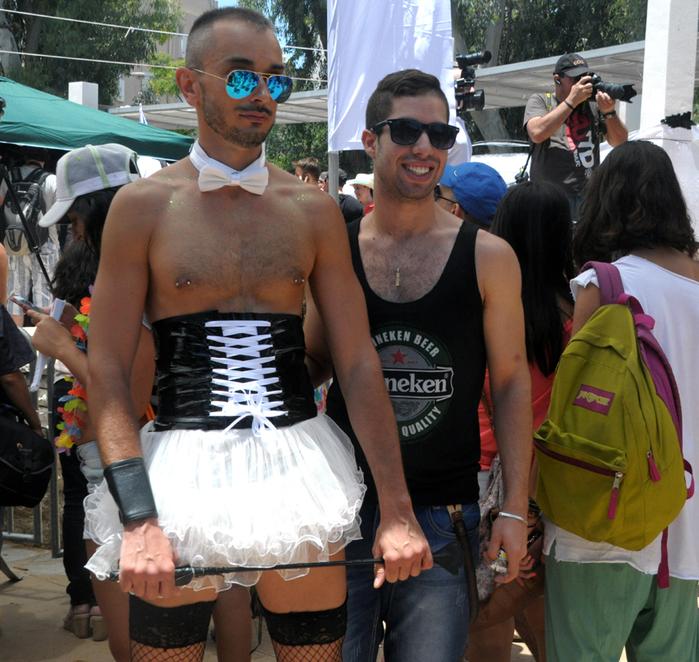 Мир. . Сенсации. В Израиле гей-парад Парад гордости собрал бо