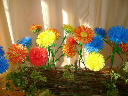 Цветы из пластиковых стаканчиков своими руками