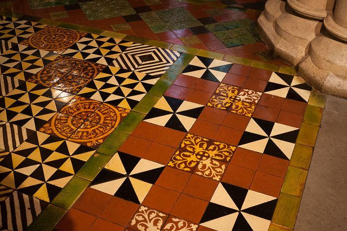 Dublin_Christ_Church_Cathedral_Lady_Chapel_Floor_Tiles_2012_09_26 (700x466, 116Kb)