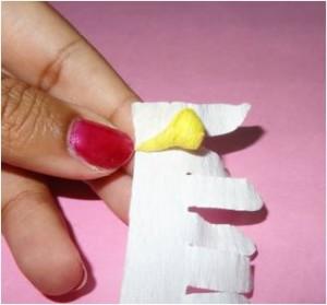Ромашки из креповой бумаги. Мастер-класс (5) (300x279, 16Kb)
