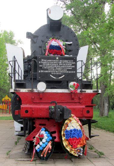 Ржев. памятник-паровоз/1413032_IMG_8568 (379x550, 65Kb)