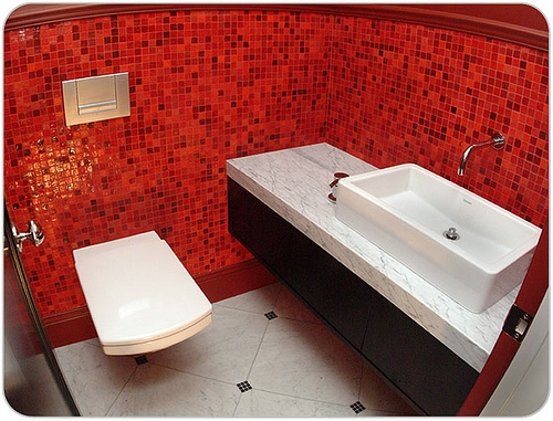 combo-red-black-white-bathroom1 (500x381, 186Kb)