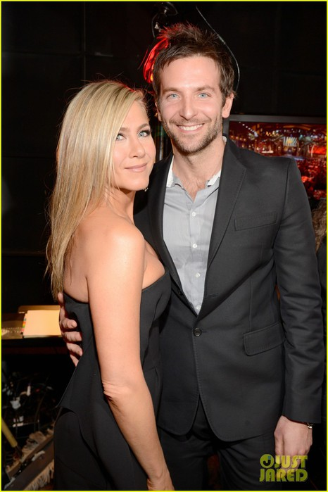jennifer-aniston-bradley-cooper-reunite-at-guys-choice-awards-2013-02 (466x700, 68Kb)