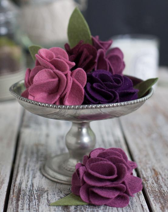Клубничка и цветы из войлока для украшения подарка. Мастер-класс и шаблон (7) (553x700, 541Kb)