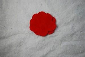 Мастер-классы по созданию цветов из ткани - украшений для маленьких принцесс (43) (300x201, 26Kb)