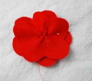 Мастер-классы по созданию цветов из ткани - украшений для маленьких принцесс (47) (300x264, 37Kb)