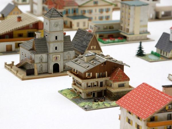 387-model-houses-6[3]