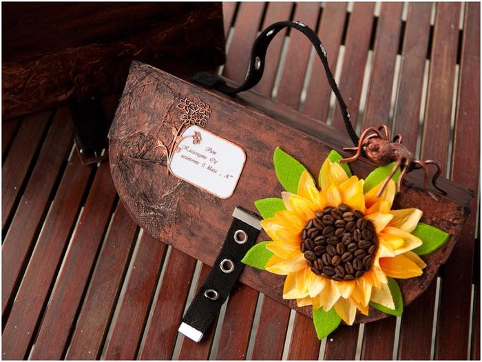 Портфель из картона с подсолнухом и паучком. Подарок для учителя своими руками (6) (700x526, 308Kb)