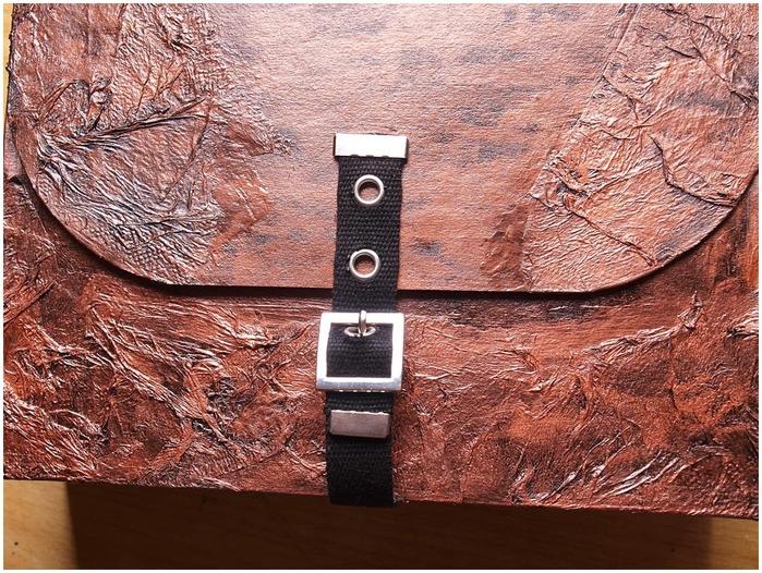 Портфель из картона с подсолнухом и паучком. Подарок для учителя своими руками (40) (700x526, 380Kb)