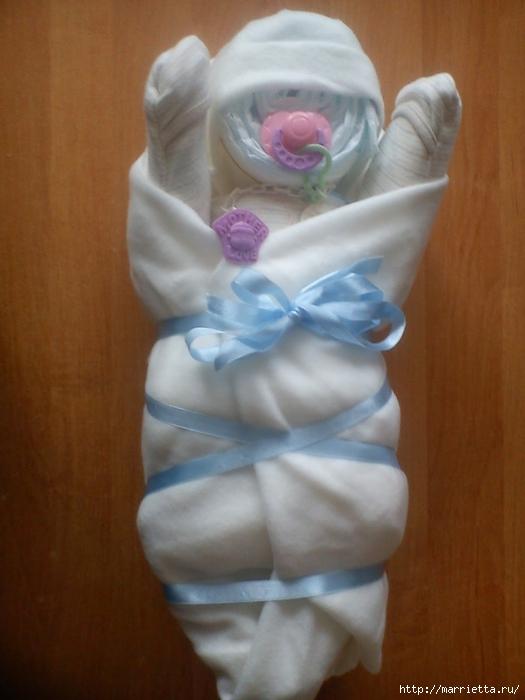Подарки для новорожденного из памперсов и полотенец (3) (525x700, 220Kb)