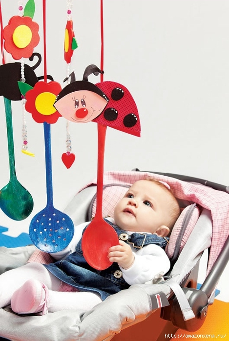 Как своими руками сделать яркие игрушки для малыша. Из вешалки, половников и фоамирана (1) (469x700, 220Kb)