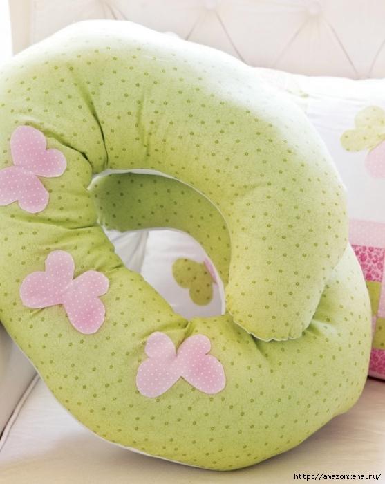 Как сшить подушку для кормления малыша. Выкройка подушки для кормления (1) (557x700, 238Kb)