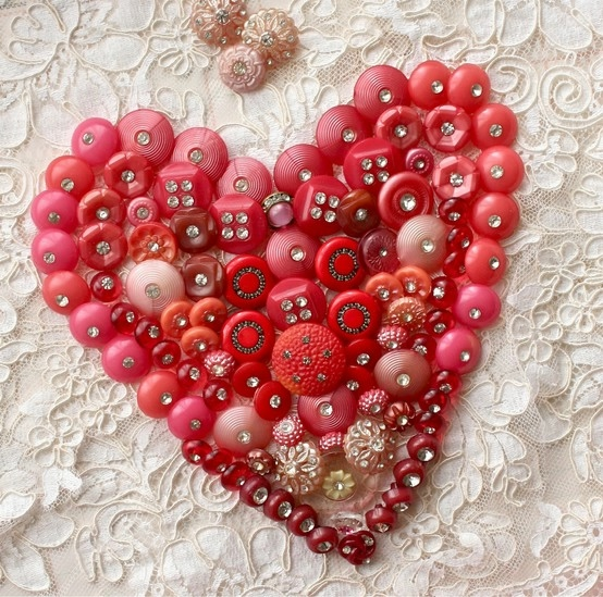 button heart--each button has rhinestone centers! Wow! (554x549, 263Kb)
