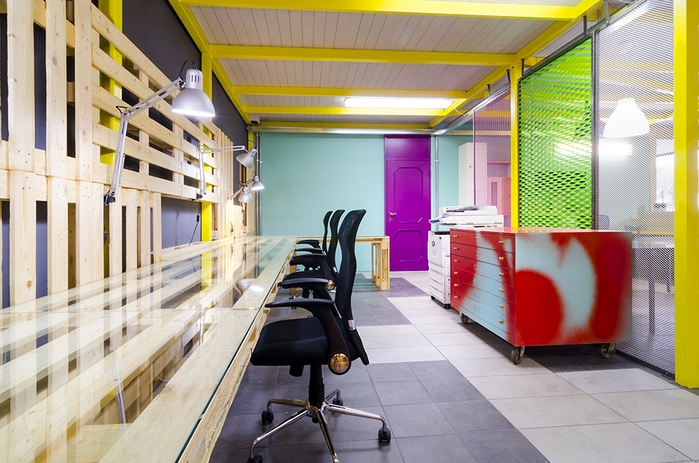 яркий офисный дизайн интерьера 2 (700x463, 269Kb)