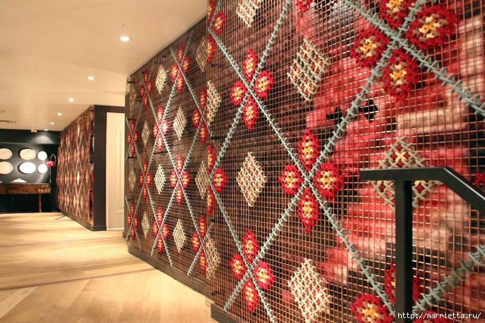 Вышивка на табуретках и на сетке для украшения интерьера (8) (700x466, 377Kb)