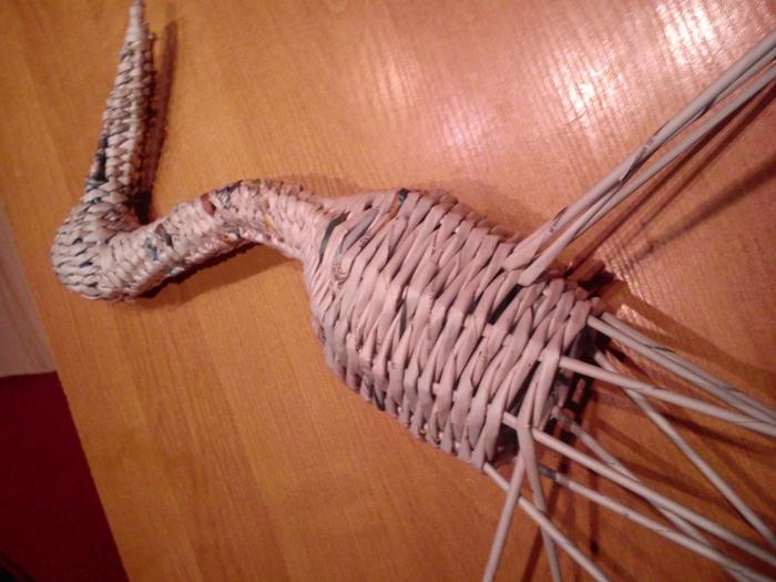 Плетение из газет. АИСТ из газетных трубочек (4) (700x525, 277Kb)