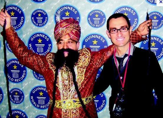 Ram Singh Chauhan самые длинные усы в мире фото 2 (553x401, 197Kb)