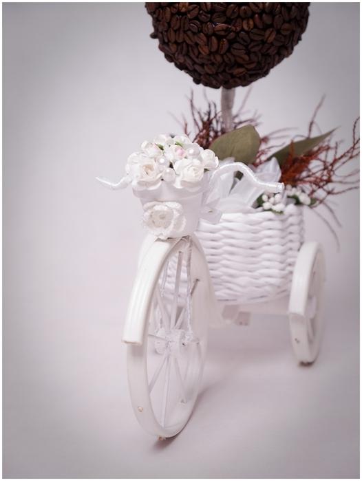 Велосипед из проволоки с кофейным топиарием и корзинкой из газет. Мастер-класс (41) (526x700, 146Kb)
