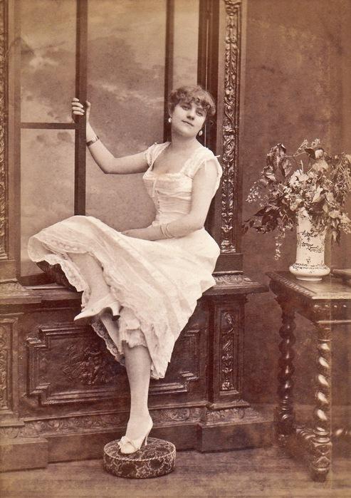 Alice Marot, French courtesan, Paris (493x700, 123Kb)