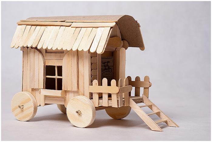 Домик на колесах из картона и палочек от мороженого. МАСТЕР-КЛАСС (1) (700x469, 219Kb)