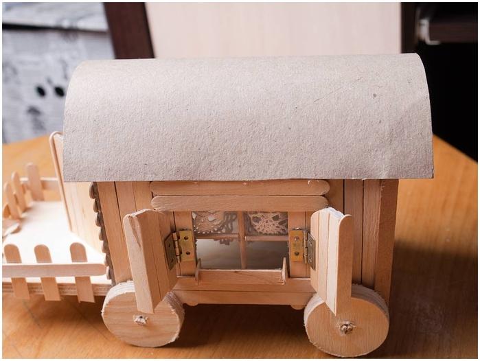 Домик на колесах из картона и палочек от мороженого. МАСТЕР-КЛАСС (55) (700x526, 215Kb)