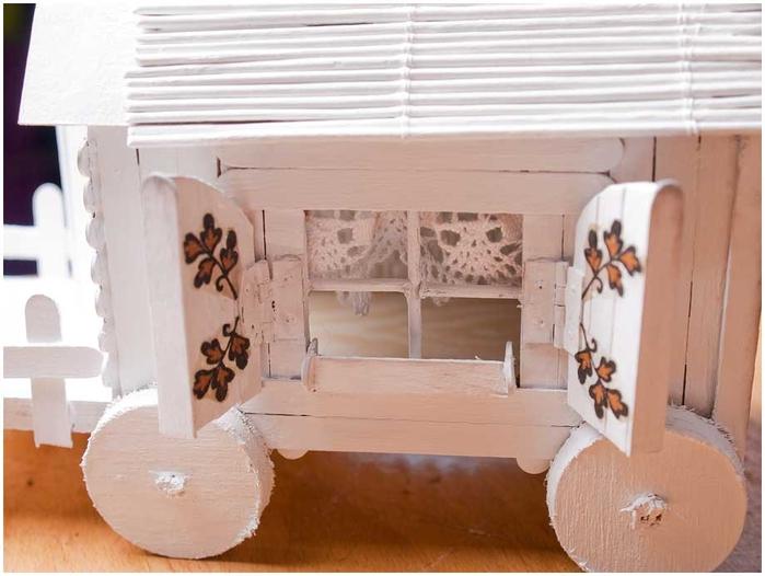 Домик на колесах из картона и палочек от мороженого. МАСТЕР-КЛАСС (61) (700x526, 202Kb)