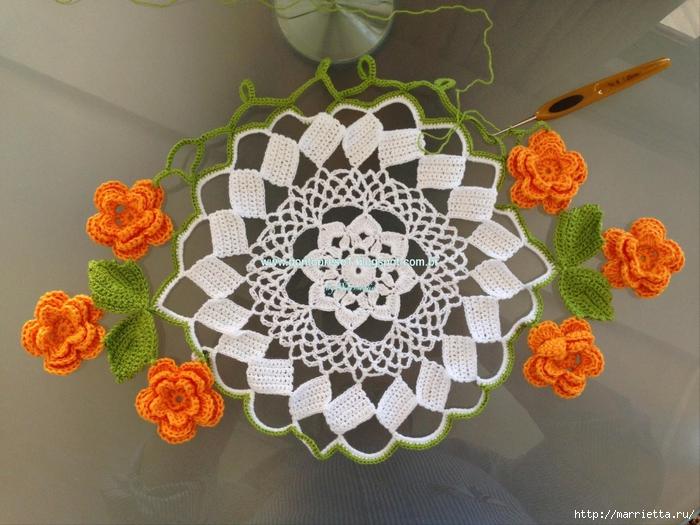 Красивая салфетка с цветами