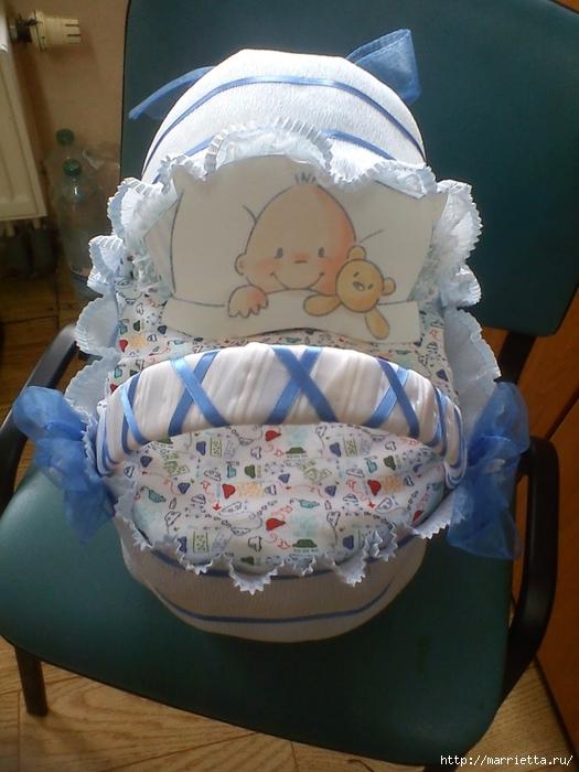 Подарок для новорожденного. КОЛЯСКА ИЗ ПАМПЕРСОВ. Мастер-класс (4) (525x700, 268Kb)
