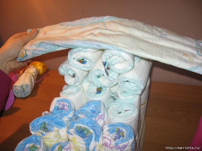 Подарок для новорожденного. КОЛЯСКА ИЗ ПАМПЕРСОВ. Мастер-класс (13) (700x525, 263Kb)