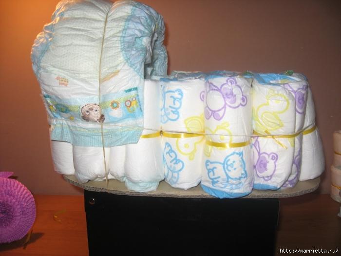 Подарок для новорожденного. КОЛЯСКА ИЗ ПАМПЕРСОВ. Мастер-класс (23) (700x525, 227Kb)