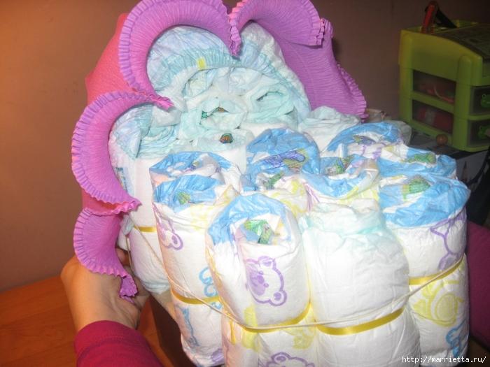 Подарок для новорожденного. КОЛЯСКА ИЗ ПАМПЕРСОВ. Мастер-класс (24) (700x525, 269Kb)
