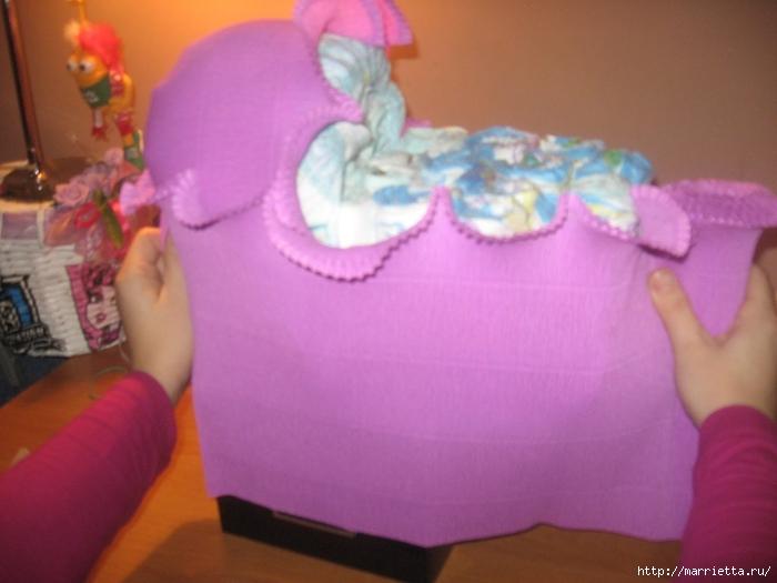 Подарок для новорожденного. КОЛЯСКА ИЗ ПАМПЕРСОВ. Мастер-класс (28) (700x525, 215Kb)