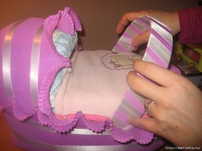 Подарок для новорожденного. КОЛЯСКА ИЗ ПАМПЕРСОВ. Мастер-класс (44) (700x525, 238Kb)