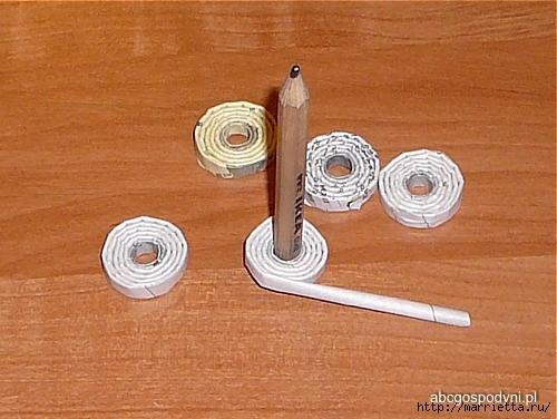 Плетение из газет. Поделки из колечек и тарелка из трубочек (25) (500x376, 166Kb)