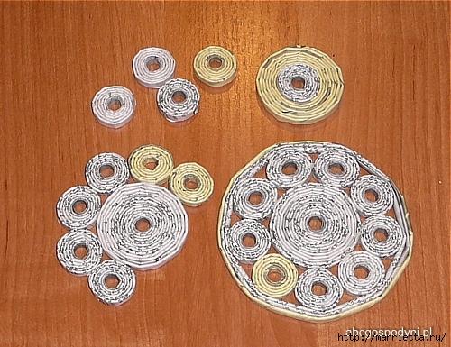 Плетение из газет. Поделки из колечек и тарелка из трубочек (26) (500x385, 218Kb)