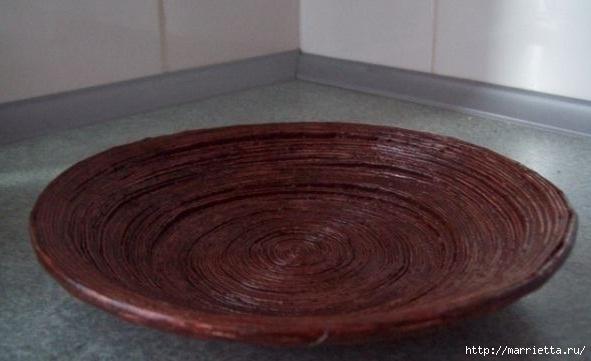 Плетение из газет. Поделки из колечек и тарелка из трубочек (2) (591x361, 96Kb)