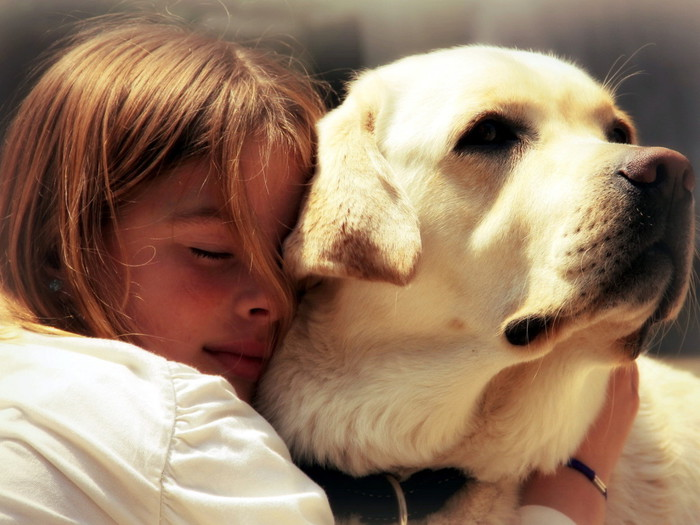 People_Children_Girl_hugs_dog_034877_ (600x425, 92Kb)