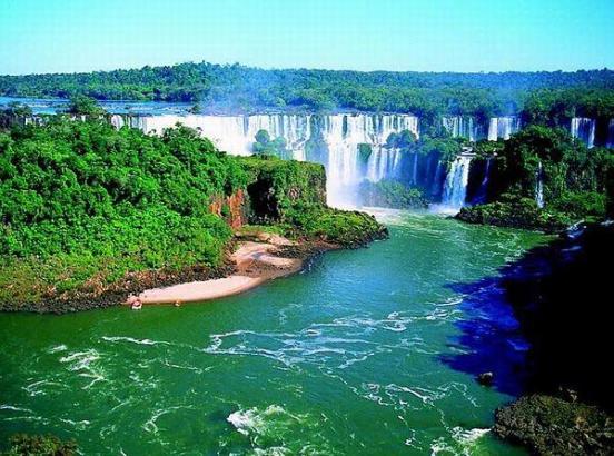 0002-Vodopad-Iguasu-Foz-do-Igua--u-raspolozhen-na-reke-Iguasu (552x410, 57Kb)