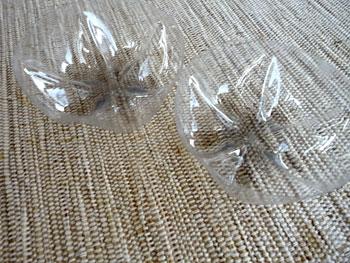 яблочки из пластиковых бутылок (20) (350x263, 108Kb)