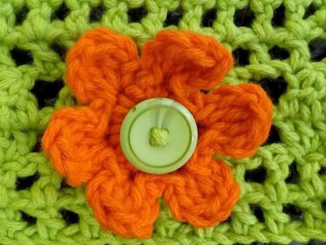Свяжите цветочный мотив крючком по уроку