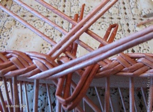 плетение из газет. загибка края косичкой (16) (520x380, 123Kb)