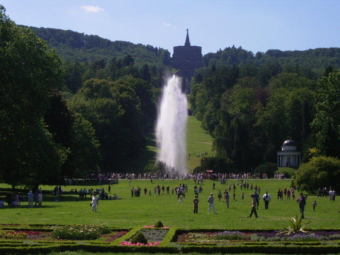 4943035_Bergpark_wilhelmshoehe_grosse_fontaene (700x525, 289Kb)