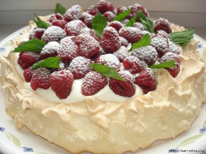 Два рецепта тортов с клубникой, малиной и сливками (11) (700x525, 282Kb)