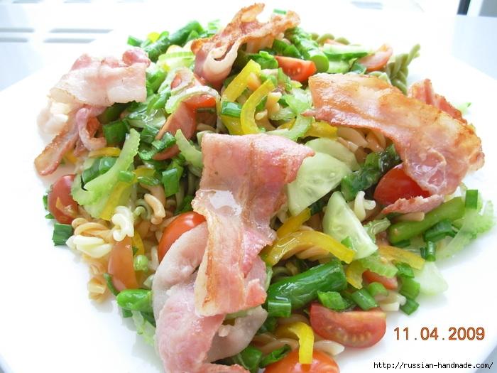 Итальянский салат с макаронами и беконом (700x525, 237Kb)