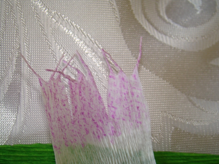 Фрезия из гофрированной бумаги. Фото мастер-класс (8) (700x525, 272Kb)
