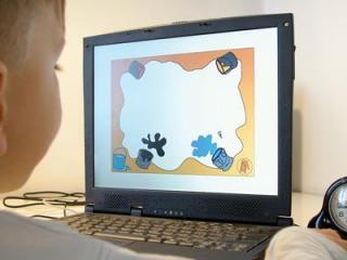 ребенок за компьютером (320x240, 11Kb)