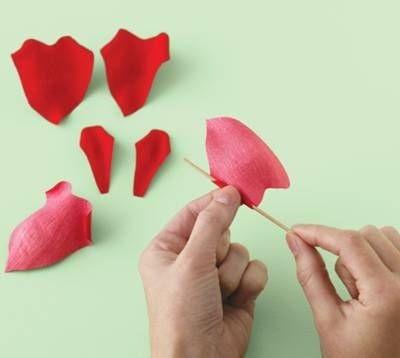 Очень красивые розы из гофрированной бумаги (19) (400x358, 35Kb)