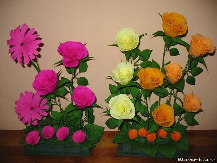 Очень красивые розы из гофрированной бумаги (41) (700x525, 257Kb)