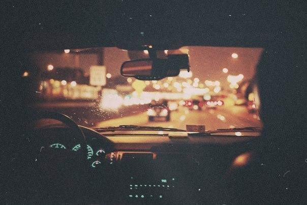 фото влюблённых в машине