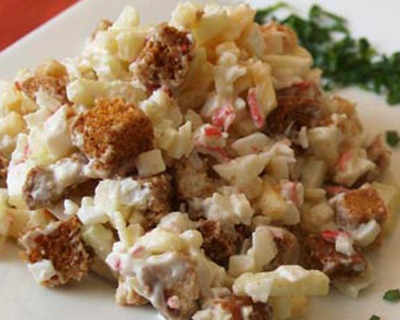 Салат с кукурузой и крабовыми палочками сухариками рецепт